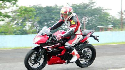 Test Kawasaki Ninja 250 RR Mono, Gesit dan Bertenaga